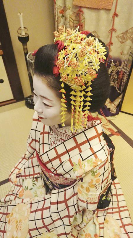 舞妓さん講座「舞妓さんの京風日本髪実演」